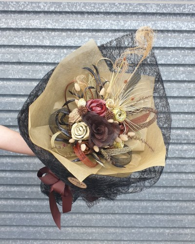 01 Exclusive Earthy Bouquet