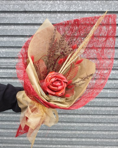 03 Exclusive Red and Gold Bouquet