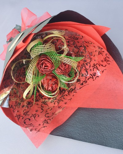 08 Exclusive Red & Black Bouquet